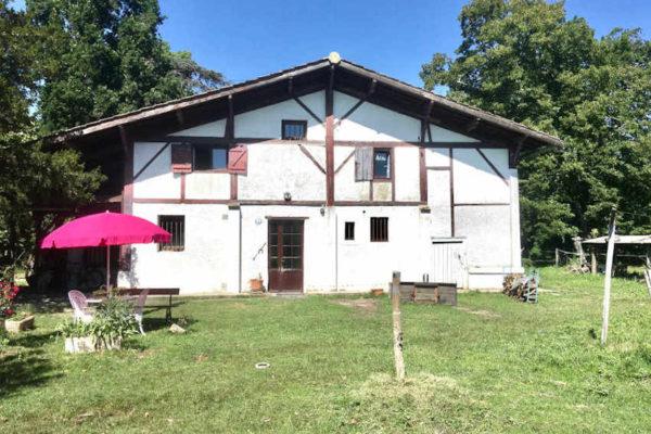 Maison Le Pian Médoc sur 2.6 hectares pour chevaux – 436 000 €