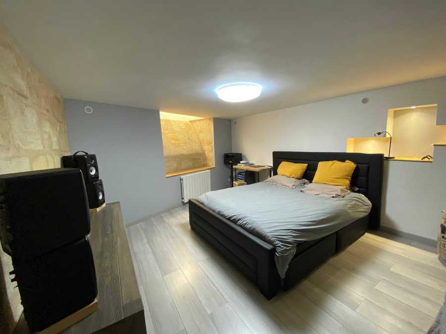 Appartement à la vente à Bordeaux Saint Michel proche Victoire